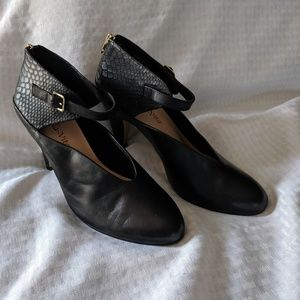BELLA VITA BLACK STRAP PUMPS